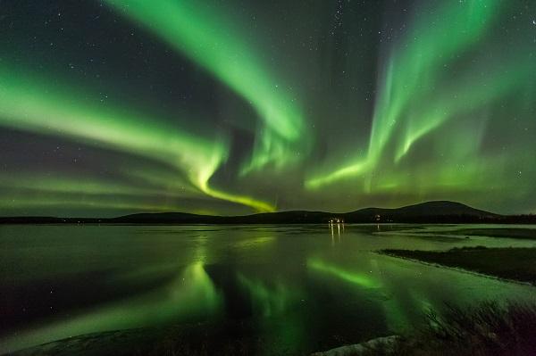 伊納里湖邊酒店店追蹤北極光