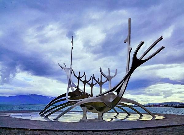 維京船塑像